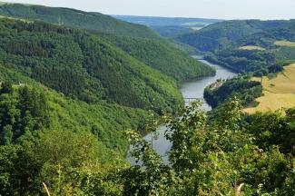 Ourtal-mit-Burg-Falkenstein